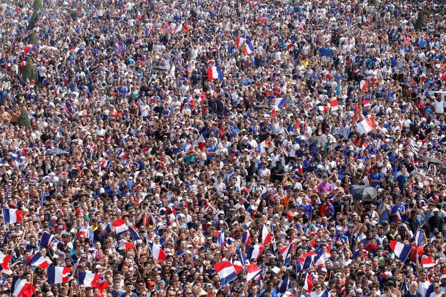 Mondial : La Fièvre Monte, Le Champ De Mars Pris D'assaut ( 18