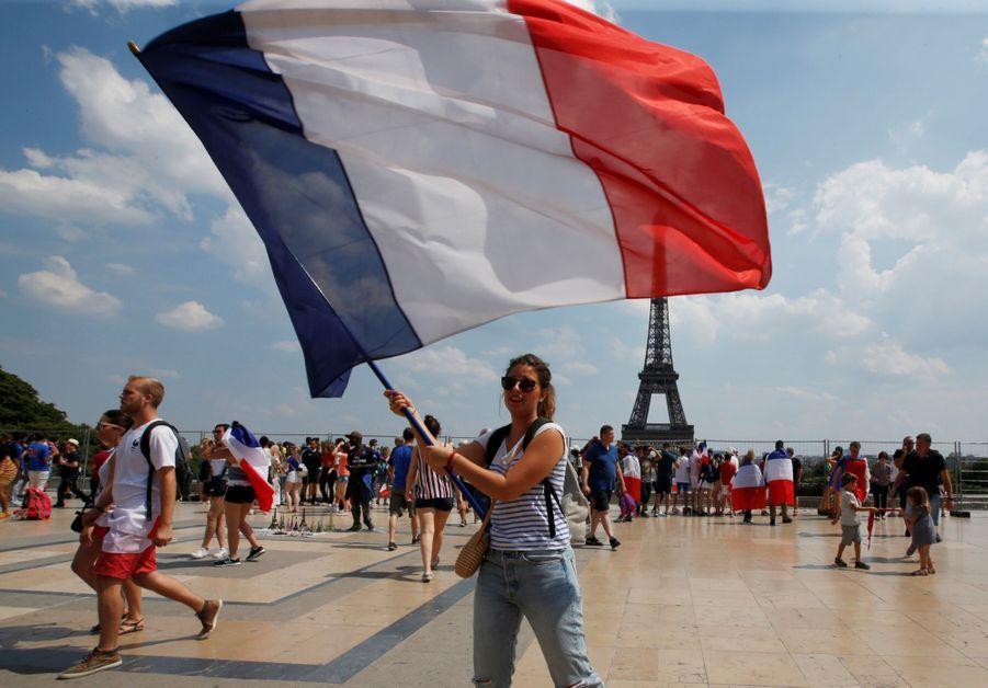 Mondial : La Fièvre Monte, Le Champ De Mars Pris D'assaut ( 19