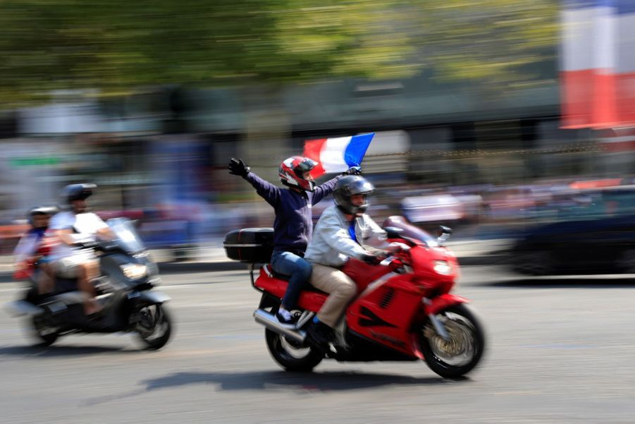 Mondial : La Fièvre Monte, Le Champ De Mars Pris D'assaut ( 20