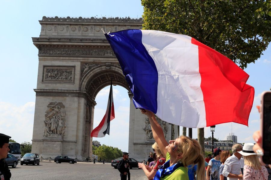 Mondial : La Fièvre Monte, Le Champ De Mars Pris D'assaut ( 21