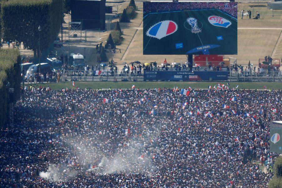 Mondial : La Fièvre Monte, Le Champ De Mars Pris D'assaut ( 25