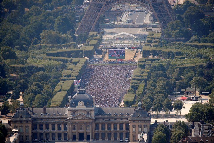 Mondial : La Fièvre Monte, Le Champ De Mars Pris D'assaut ( 26