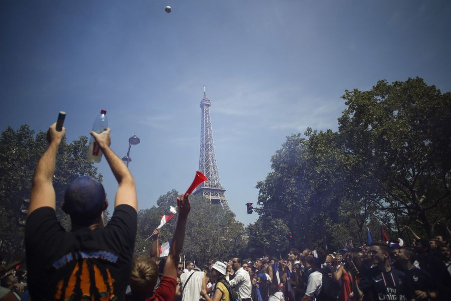 Mondial : La Fièvre Monte, Le Champ de Mars Pris D'assaut ( 3