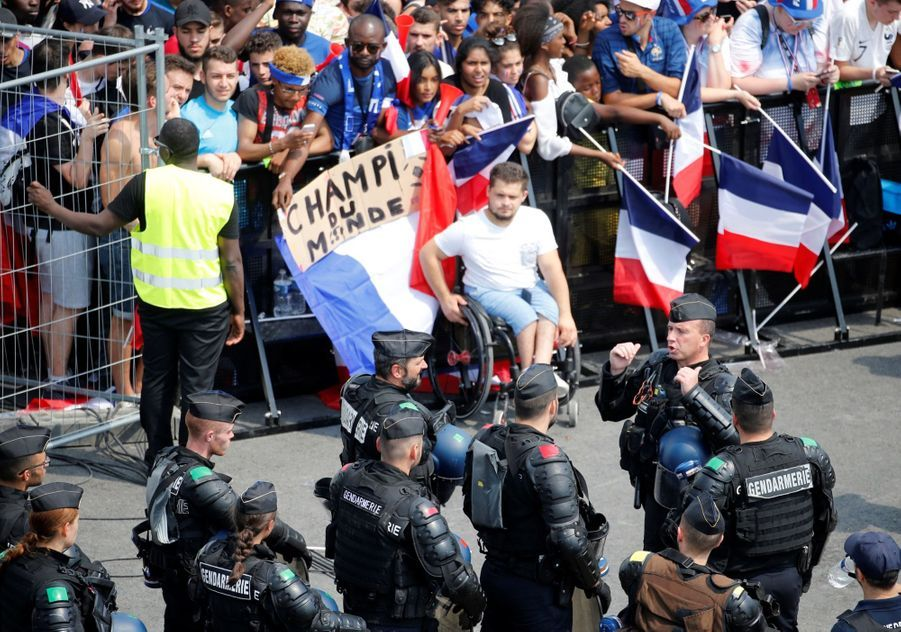 Mondial : La Fièvre Monte, Le Champ de Mars Pris D'assaut ( 9