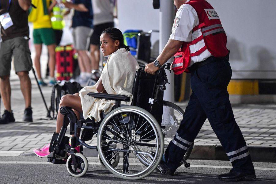 Une participante du marathon qui a abandonné, samedi à Doha.