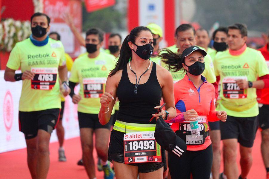 Sous le nuage de pollution, 35 000 personnes ont couru le semi.