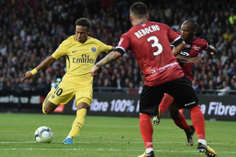 Première frappe en Ligue 1 pour Neymar.