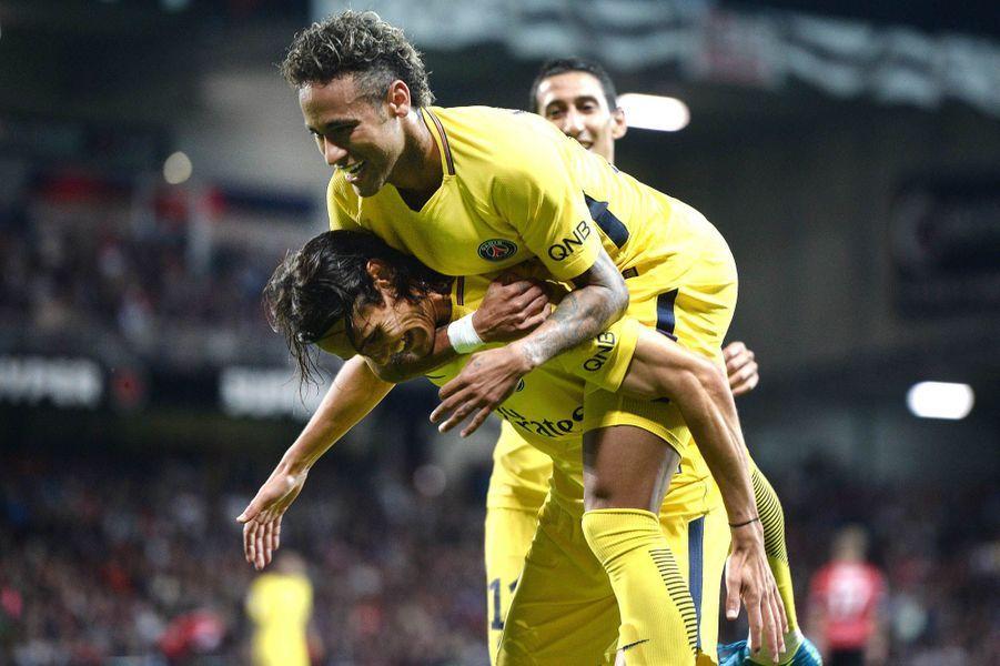 Première célébration de but collective pour Neymar.