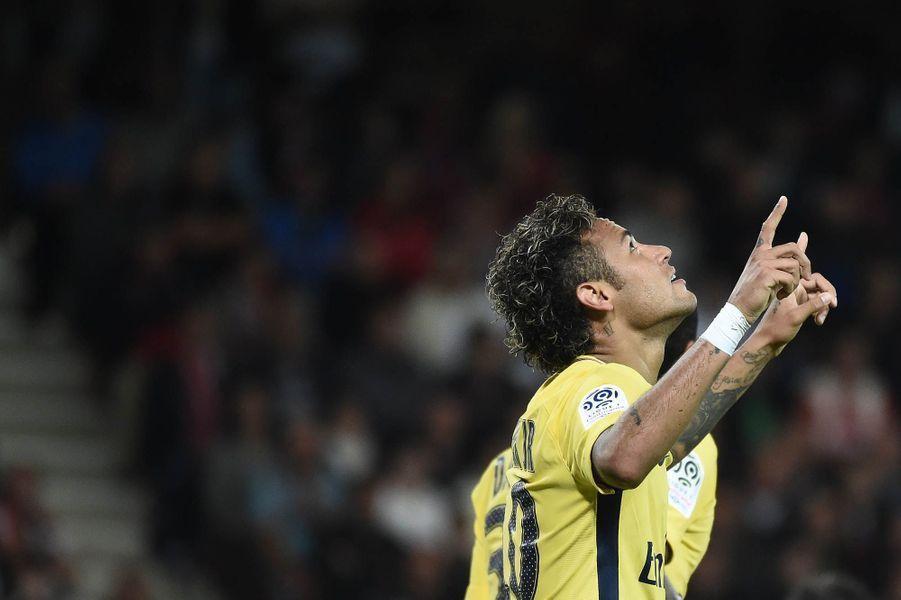 Premier match et premier but pour Neymar.