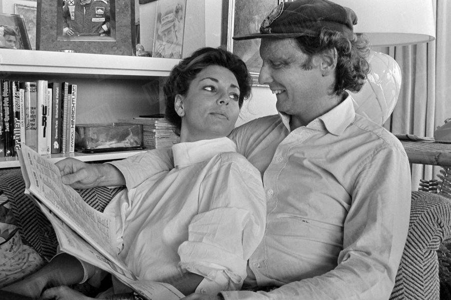 """""""Marlène ne voit plus les profondes cicatrices de Niki, brûlé dans un accident le 1er août 1976: pour elle, il n'a pas changé. Ses médecins lui ont conseillé d'attendre, pour se faire opérer."""" - Paris Match n°1484, 4 novembre 1977"""