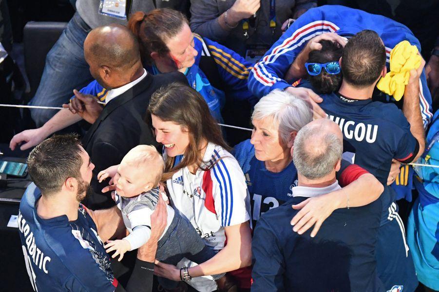Le clan Karabatic après la victoire française lors de la finale des championnats du monde.