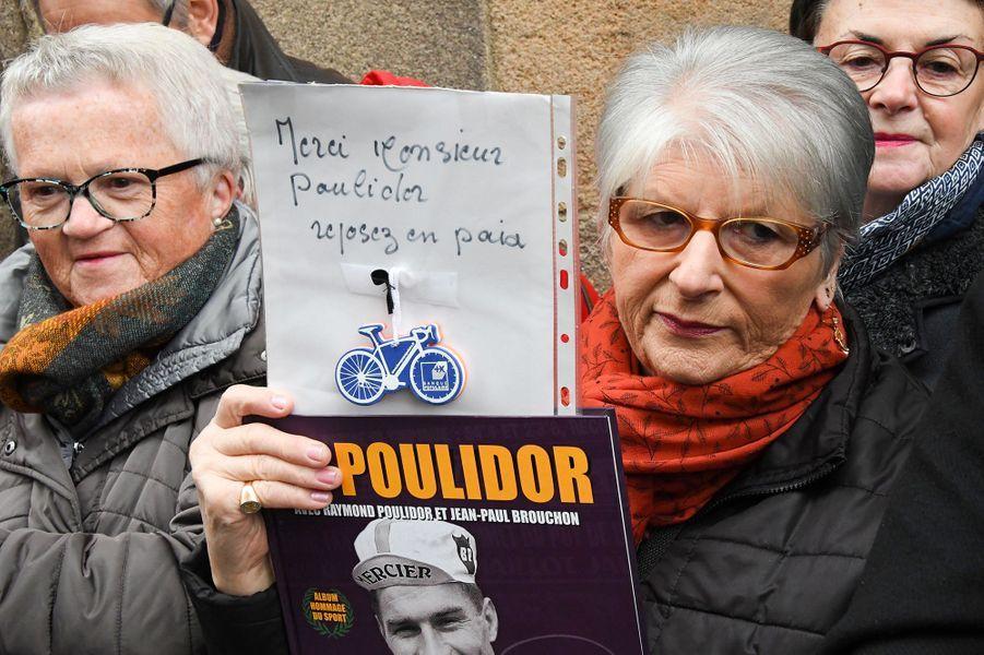 Une anonyme aux obsèques de Raymond Poulidor