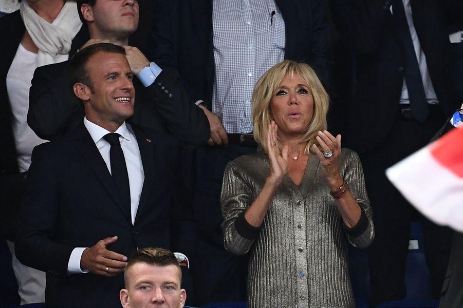 Le couple présidentiel dans les tribunes du Stade de France.