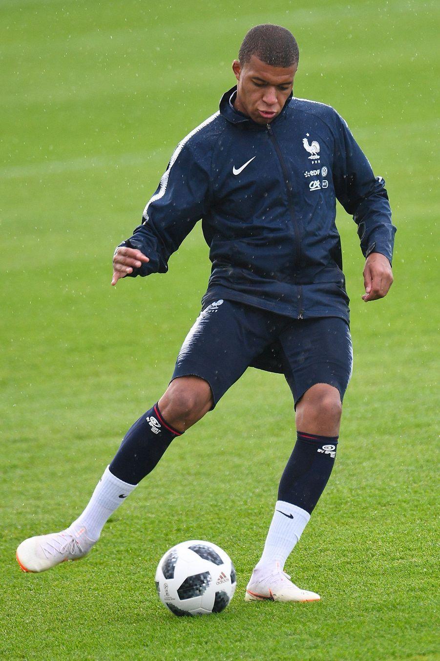 Kylian Mbappe à l'entraînement en Russie pour le Mondial.