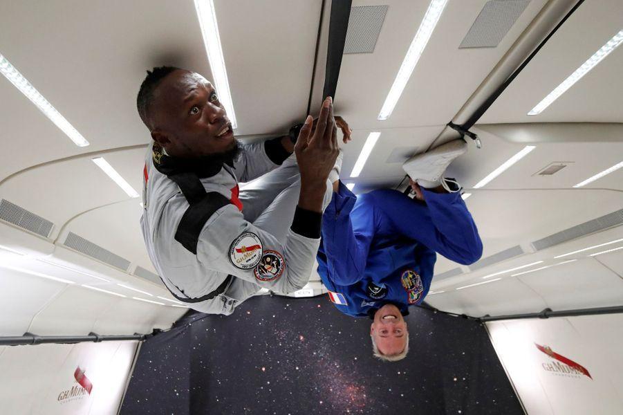 Le multiple champion olympique d'athlétisme Usain Bolt était en France ce mercredi pour un vol en apesanteur. L'homme le plus rapide du monde en a profité pour piquer un petit sprint.
