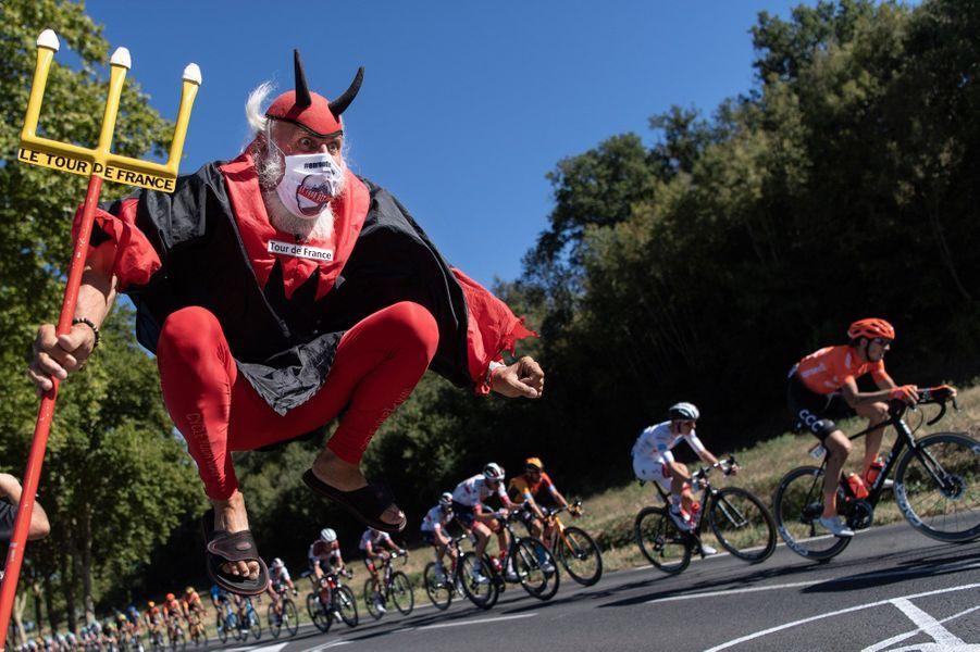 El Diablo, masqué, sur les routes entre Millau et Lavaur.