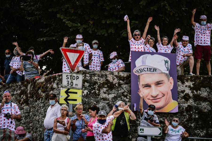 Hommage à Raymond Poulidor lors de la douzième étape,entre Chauvigny et Sarran.