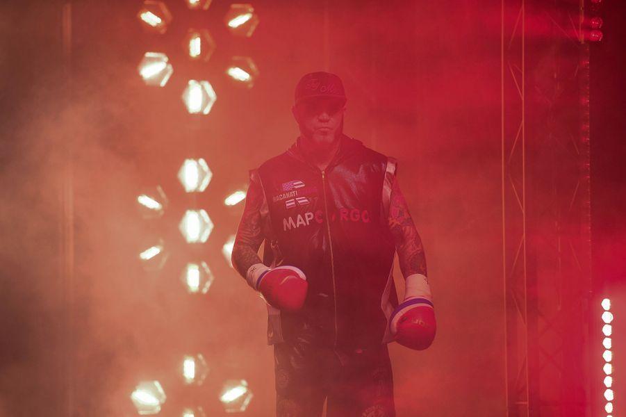 L'Américain Travis Clarks'apprête à faire son entrée dans lePalais des Sports de la Porte de Versailles.