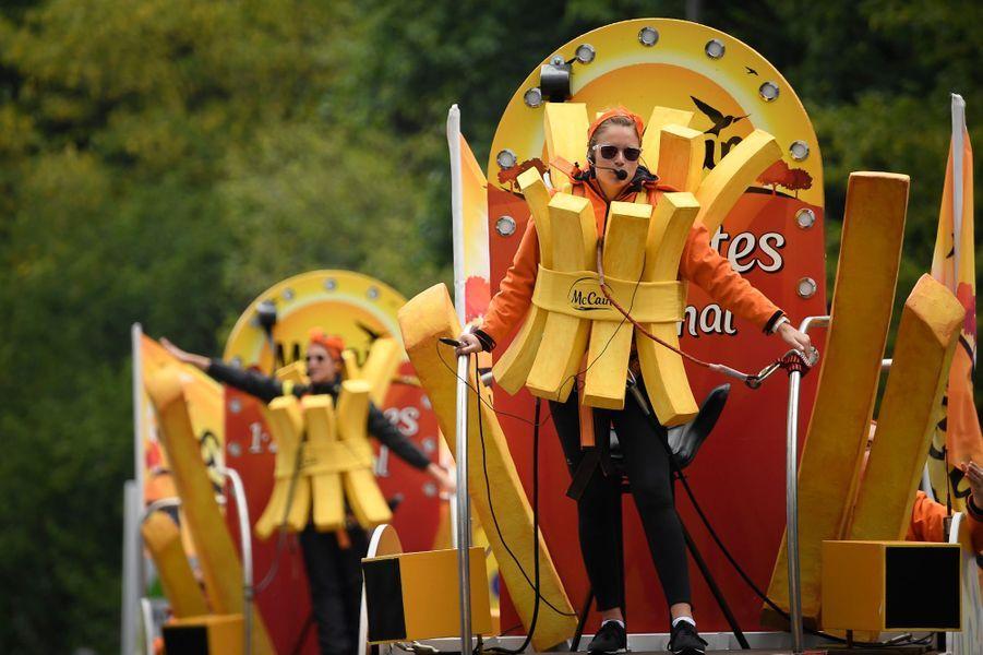 La caravane publicitaire àDüsseldorf, première étape du Tour.