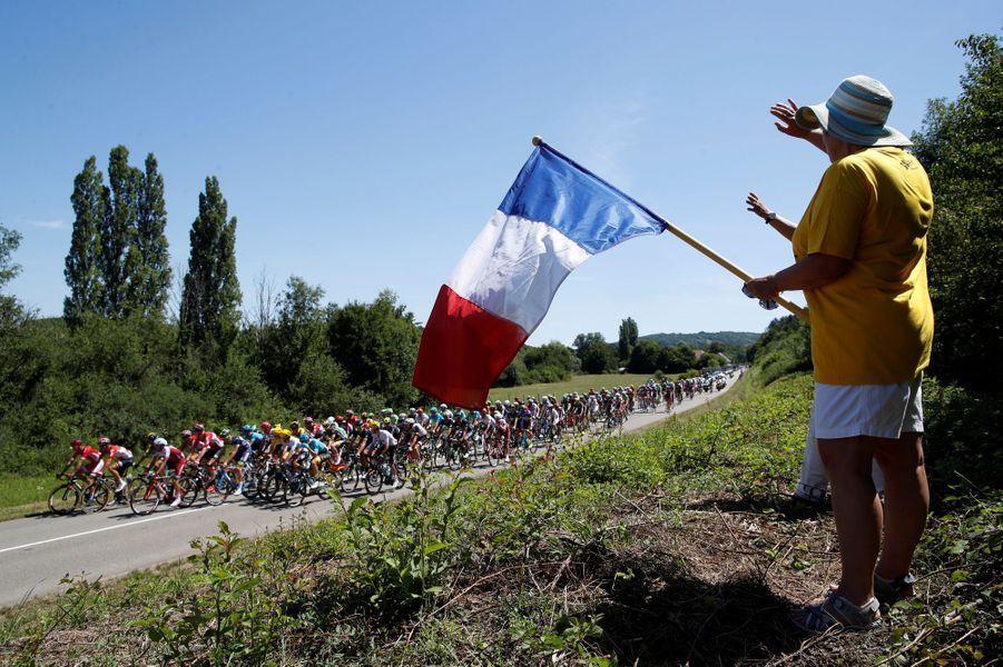 Un supporter française sur les routes entre Vesoul et Troyes.