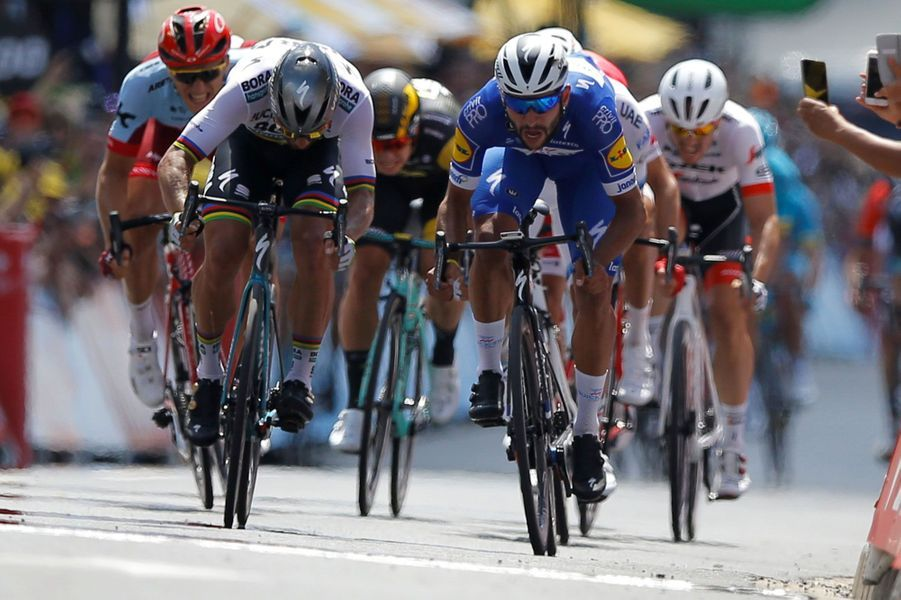 LeColombien Fernando Gaviria contrePeter Sagan dans le sprint final