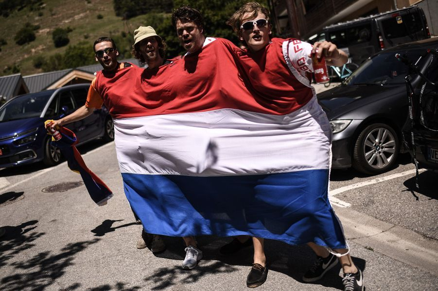 Des supporters hollandais lors de l'ascension de l'Alpe d'Huez.