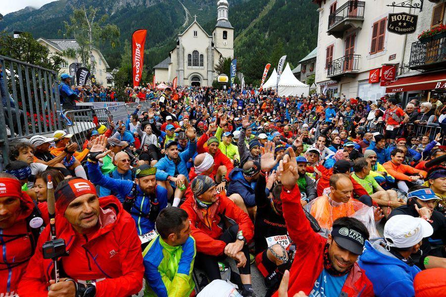 Au départ de l'ultra-trail du Mont-Blanc, à Chamonix, vendredi.