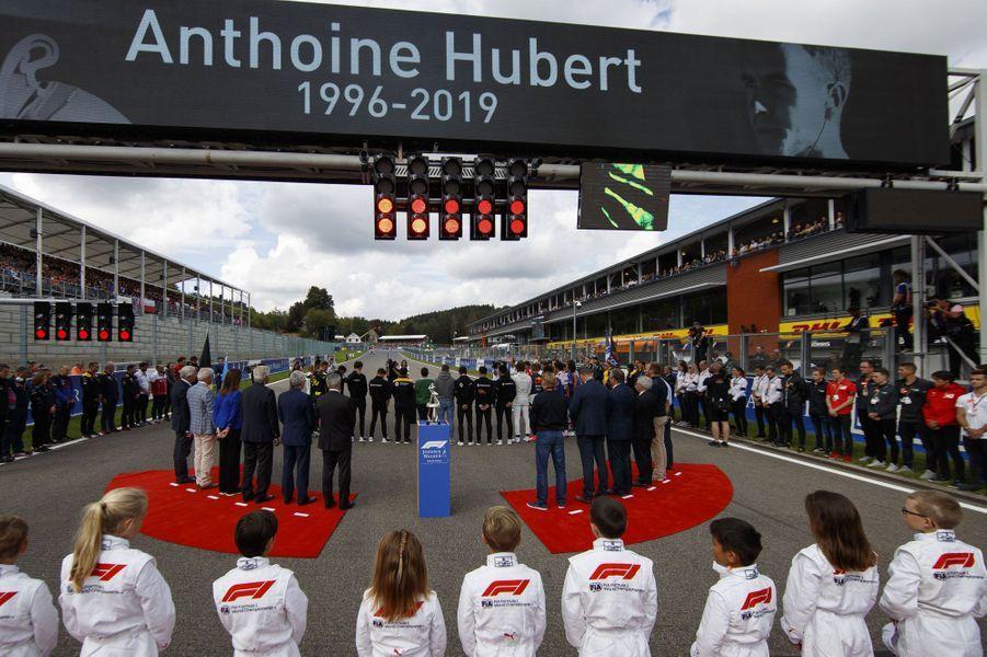 Charles Leclerc a remporté le Grand Prix de Belgique dimanche. Il a rendu hommage à son ami Anthoine Hubert, mort la veille sur le même circuit dans un accident de Formule 2.