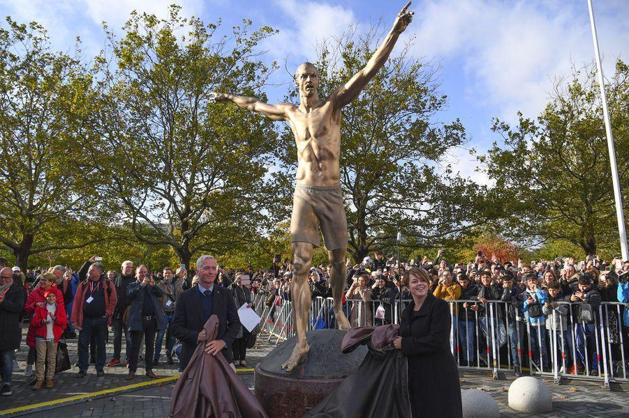 Zlatan Ibrahimovic inaugure sa statue à Malmö