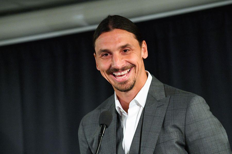Zlatan Ibrahimovic a inauguré mardi une statue en bronze à son effigie, près du stade où il a lancé sa carrière professionnelle dans sa ville natale de Malmö.