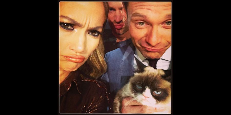 Grumpy Cat avec Jennifer Lopez et Ryan Seacrest