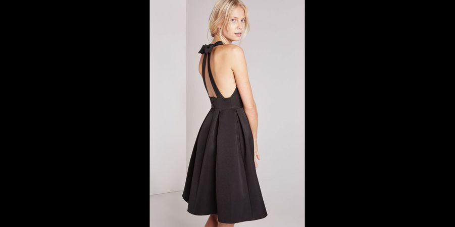 Une robe délicate pour un look distingué. (voir l'épingle)Suivez nous sur Pinterest!