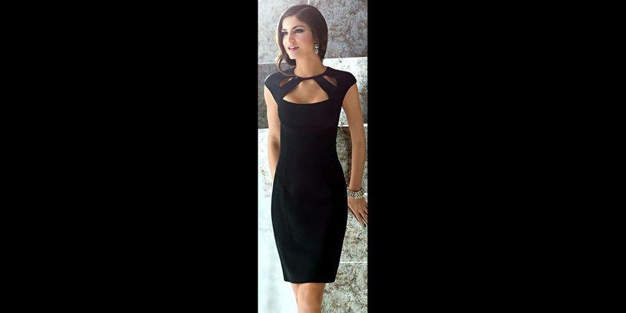 La petite robe noire est un incontournable mode à posséder dans sa garde robe. Elle se porte aisément de jour comme de nuit, il suffit pour cela de l'accessoiriser à l'aide de bijoux, d'un sac ou encore d'une veste élégante.Il existe de nombreuses coupes et matières adaptées pour toutes les morphologies. Ce n'est pas un mythe, le noir donne vraiment l'illusion d'affiner la silhouette. En plus de flatter les teints clairs ou mates, il est facile d'associer n'importe quelle couleur avec une robe noire.Le saviez-vous ? La petite robe noire est une création attribuée à Coco Chanel en 1926. Elle est caractérisée par une forme courte et légère, aux lignes très épurées. C'est une tenue jugée adaptée pour les soirées mondaines et festives. Aujourd'hui, chaque maison de créateur possède sa propre collection de petites robes noires car cette pièce est considéré comme étant un classique.Pour les fêtes de fin d'année, un accessoire doré ou argenté apportera un côté festif à votre tenue, mais il ne faut pas hésiter à associer d'autres couleurs !Pour vous, nous avons déniché des robes noires adaptées pour les fêtes. Retrouvez notre diaporama tendance de la semaine dernière :les 12 chignons distingués repérés sur Pinterestainsi que notre diaporama sur les 12 ensembles sensuels de lingerie repérés sur Pinterest.Suivez nous surPinterest!