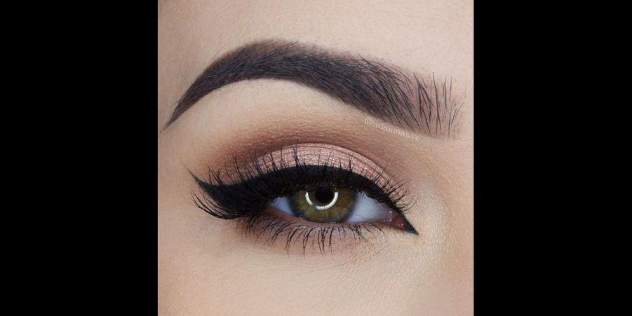 Pour les plus classiques : un trait de liner noir avec un léger fard rosé ou dorée pour un regard pénétrant. (l'épingle)Suivez nous sur Pinterest!