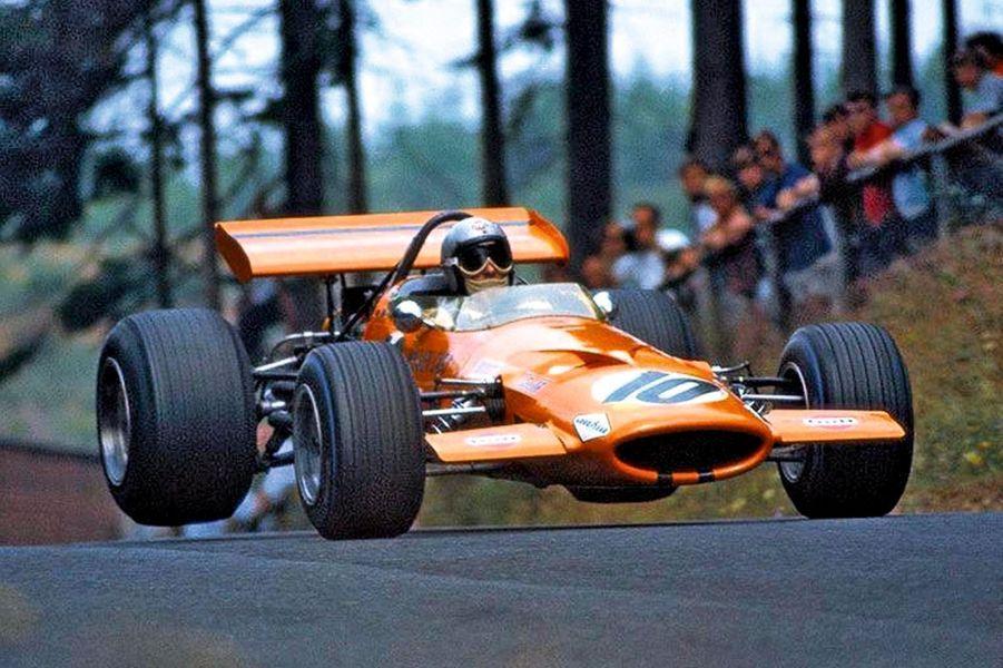 Brillant pilote, le Néo-Zélandais Bruce McLaren remporte son premier Grand Prix de formule 1 à 22 ans avant de créer sa propre écurie en 1963. Il trouve la mort en 1970 lors d'une séance d'essais sur le circuit de Goodwood, mais son équipe lui survit. Elle n'a, depuis, jamais manqué une saison, accumulant 182 victoires, 12 titres pilote et 8 titres constructeur.