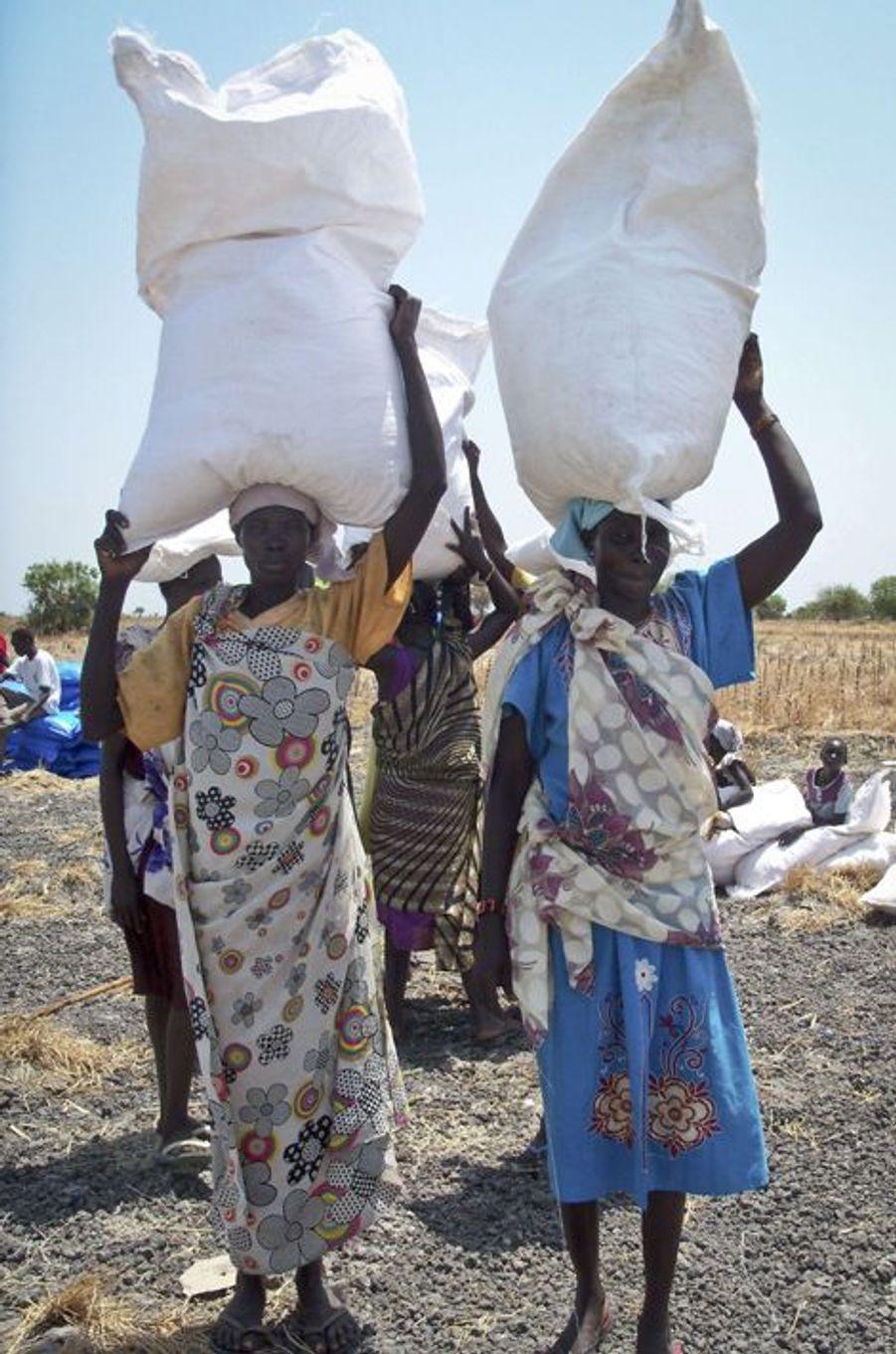 Distribution de nourriture à Padeah au Sud Soudan, le 1er mars 2017