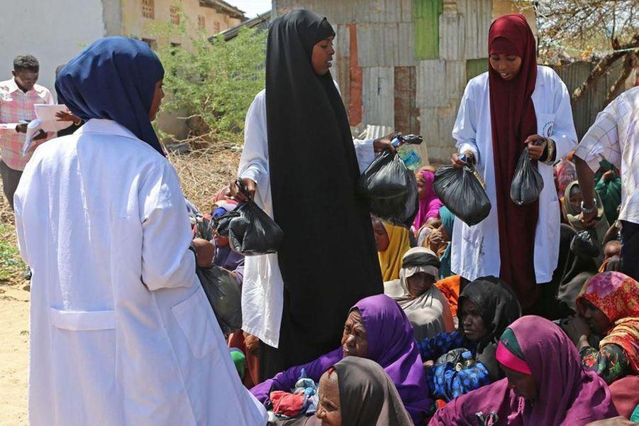 Les habitants du district de Kaxda à Mogadiscio, Somalie, vivent dans des tentes sans eau ni électricité et survivent grâce aux aides humanitaires , le 8 mars 2017