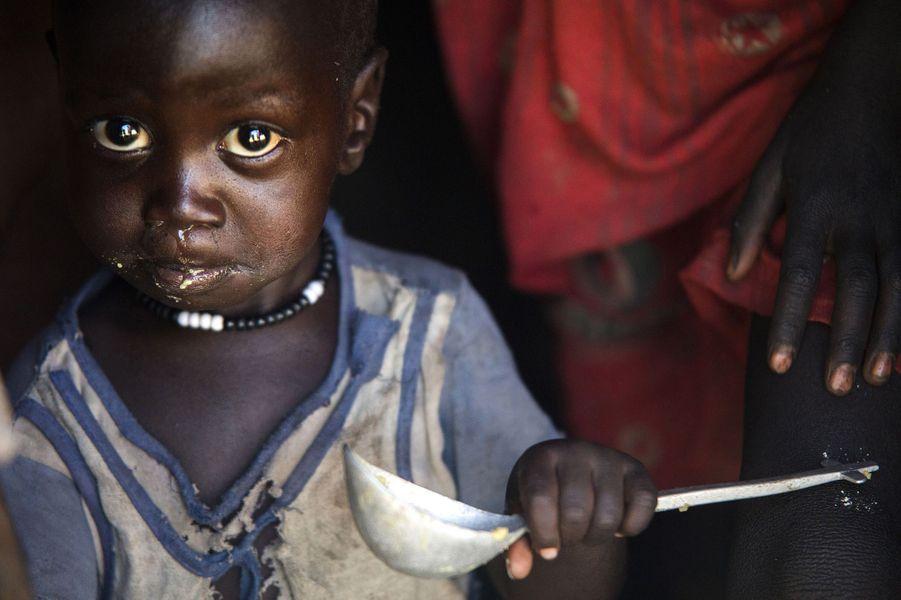 Distribution de nourriture à Ngop au Sud Soudan, le 10 mars 2017