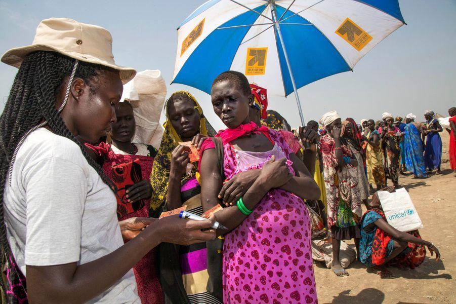 Distribution de nourriture à Ganyiel au Sud Soudan, le 4 mars 2017