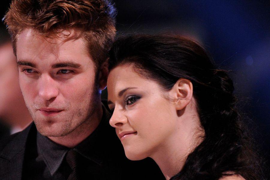 Robert Pattinson et Kristen Stewart ont mis fin, une bonne fois pour toute, à leur relation de trois ans. Alors que de nouvelles rumeurs faisaient état de problèmes dans leur couple, bancal depuis l'escapade sentimentale de l'actrice dans les bras du réalisateur Rupert Sanders, la rupture a été définitive au printemps dernier.