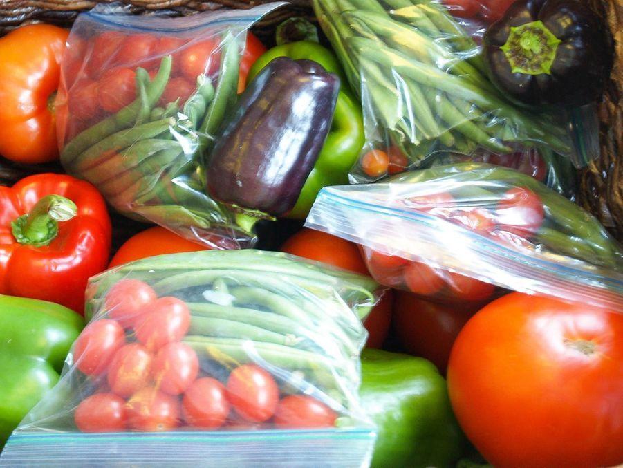 Les sachets de légumes sont prêts à être donnés aux SDF.