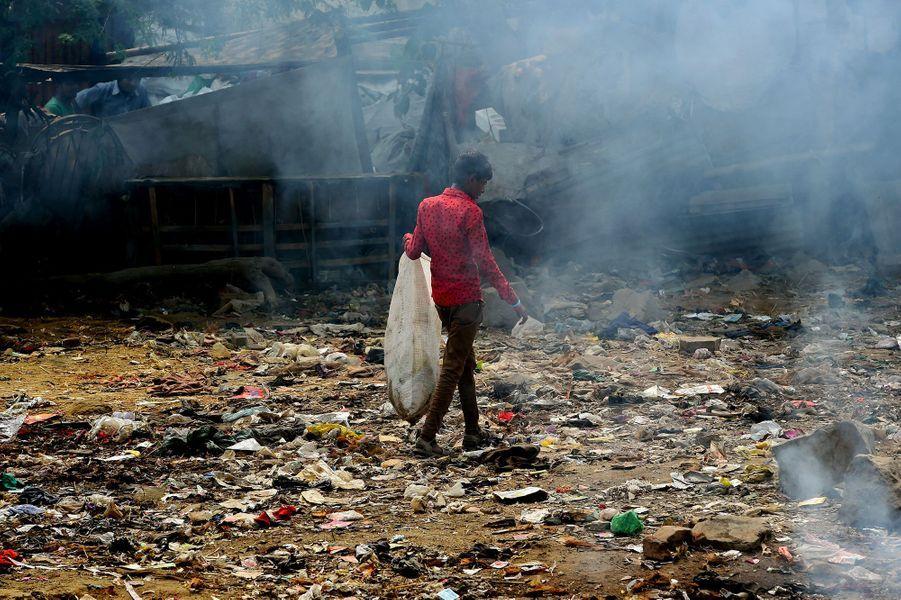 A New Delhi, la montagne géante de déchets ne réduit pas
