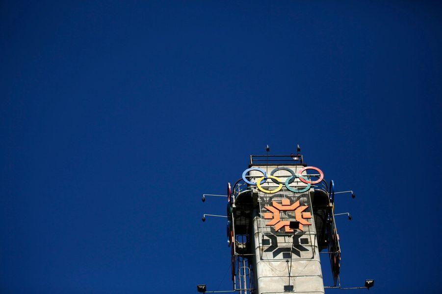 Le logo des JO au dessus du Zetra hall, où avaient lieu les épreuves de patinage