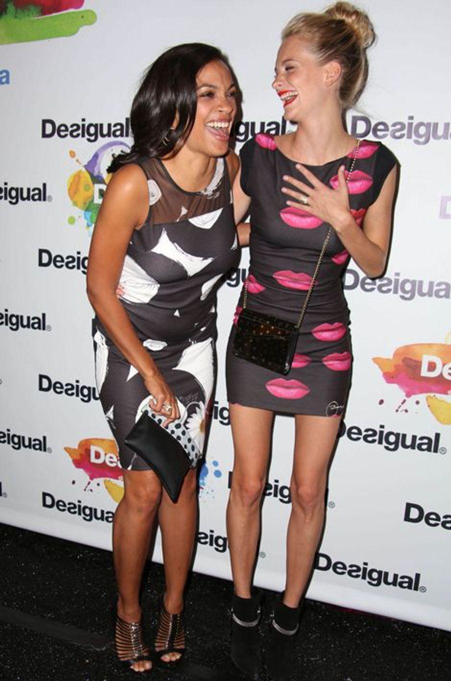 Rosario Dawson et Poppy Delevingne avant le défilé Desigual
