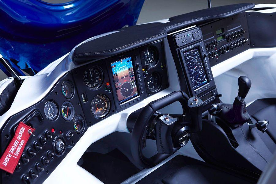 Il faut une license de pilote privé pour conduire le véhicule