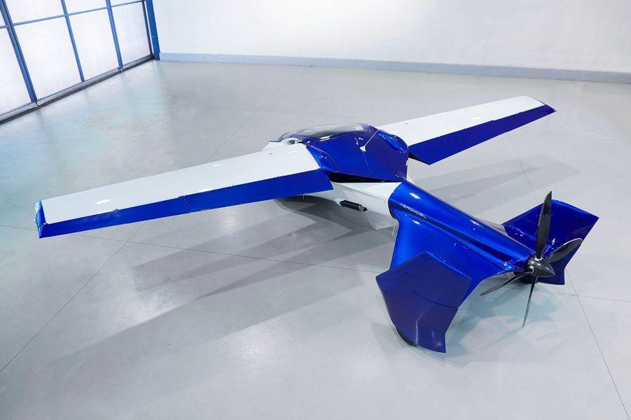 L'AeroMobil 3.0 a des ailes rétractables