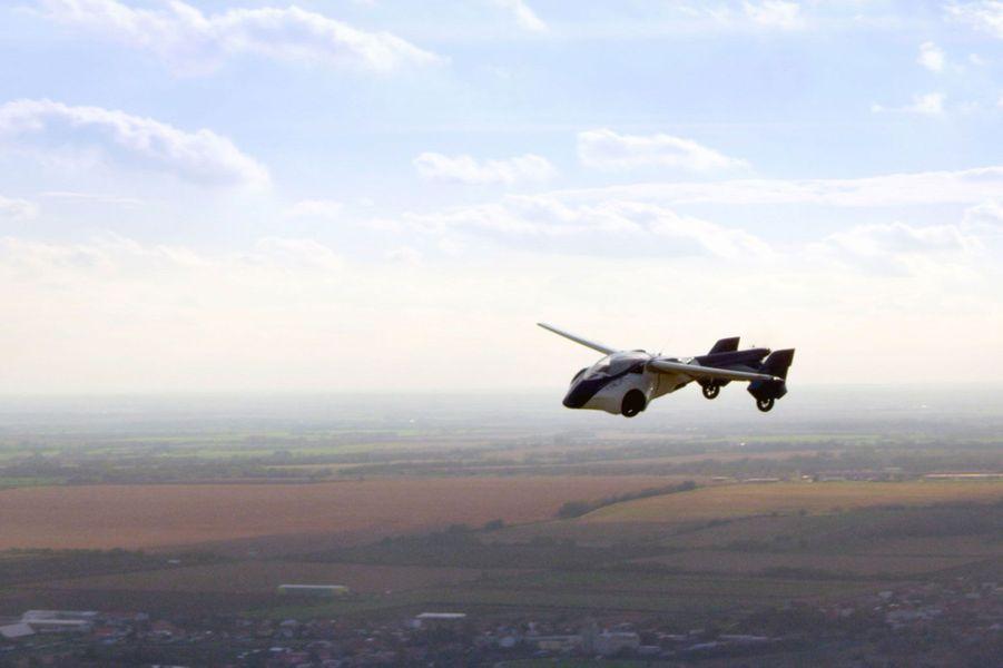 """l'""""AeroMobil 3.0"""" a une autonomie de 700 kilomètres"""