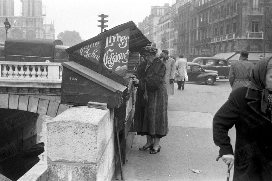 """« Elle est aussi un """"classique"""". Le tirage total de ses romans dépasse cinquante millions dans le monde entier. » - Paris Match n°345, 19 novembre 1955"""
