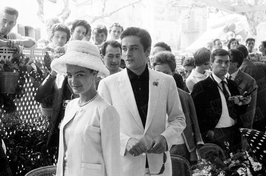 Alain Delon avec Romy Schneider au Festival de Cannes, en mai 1962.
