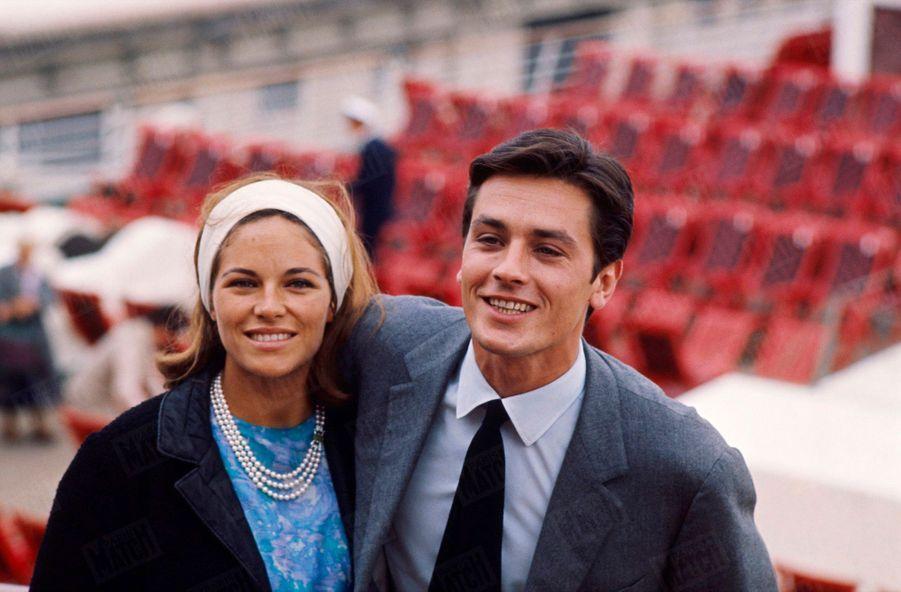 """Nathalie et Alain Delon en voyage de noces sur le paquebot """"France"""" où ils ont embarqué le lendemain de leur mariage, en août 1964."""